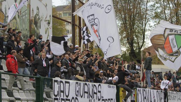 La curva Ovest dello stadio 'Silvio Piola' (Foto Ivan Benedetto)