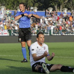 Capitan Massimiliano Scaglia e l'arbitro Abisso (Foto Ivan Benedetto)