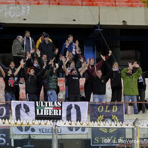 Tifosi della Pro Vercelli a Catania (Foto Ivan Benedetto)