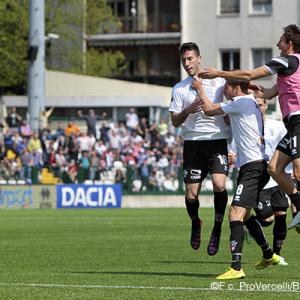 La gioia dopo il primo gol di Sprocati (Foto Ivan Benedetto)