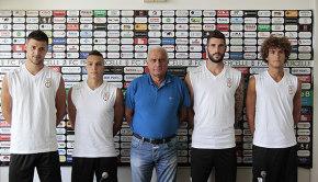 I nuovi acquisti Redolfi, Esposito, Nocchi e Luperini col ds Varini (Foto Ivan Benedetto)