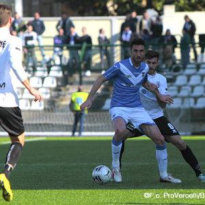 Andrea Caracciolo contro la Pro Vercelli (Foto Ivan Benedetto)