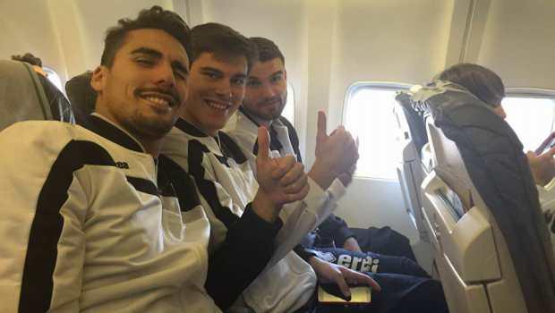 Ardizzone, Berra e Beretta in aereo (Foto Fc Pro Vercelli)