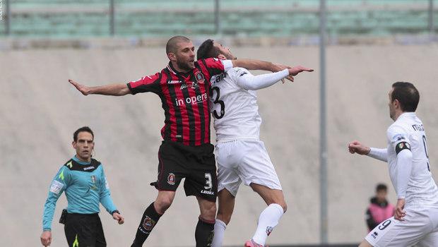 Carlo Mammarella in azione contro la Pro Vercelli (Foto Ivan Benedetto)