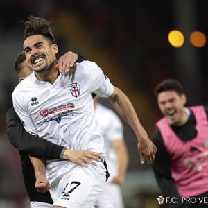 La gioia di Ardizzone dopo il gol al Perugia (Foto Ivan Benedetto)