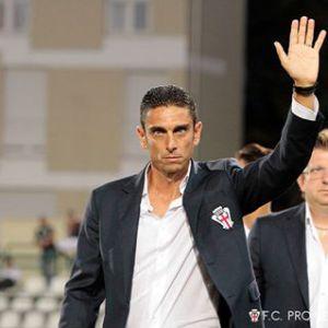 Prima giornata: Pro Vercelli-Ascoli. Nella foto Moreno Longo e Dario Migliaccio.