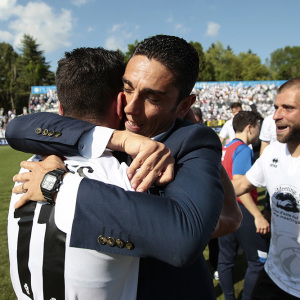 Moreno Longo abbraccia Vives (Foto Ivan Benedetto)